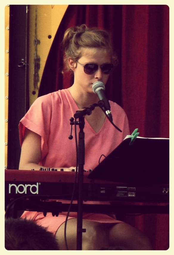 Name: Lise Bouttery Instrument: Piano (Nord Stage EX 88), Vocals Right-Handed
